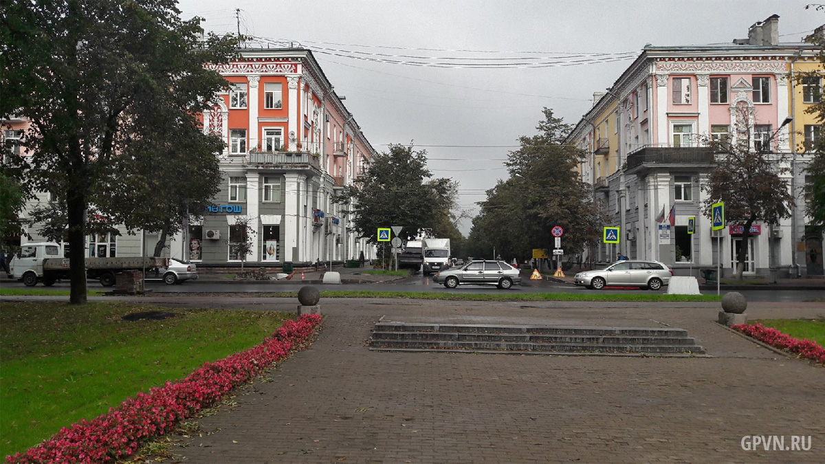 Перекрёсток улиц Газон и Новолучанской