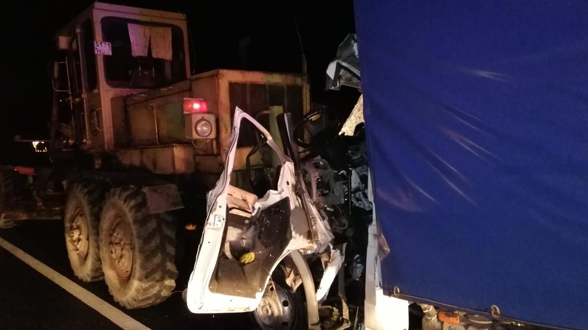 ДТП с грузовиком и грейдером на М10