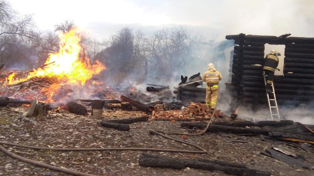 На пожаре в деревне Карпина Гора