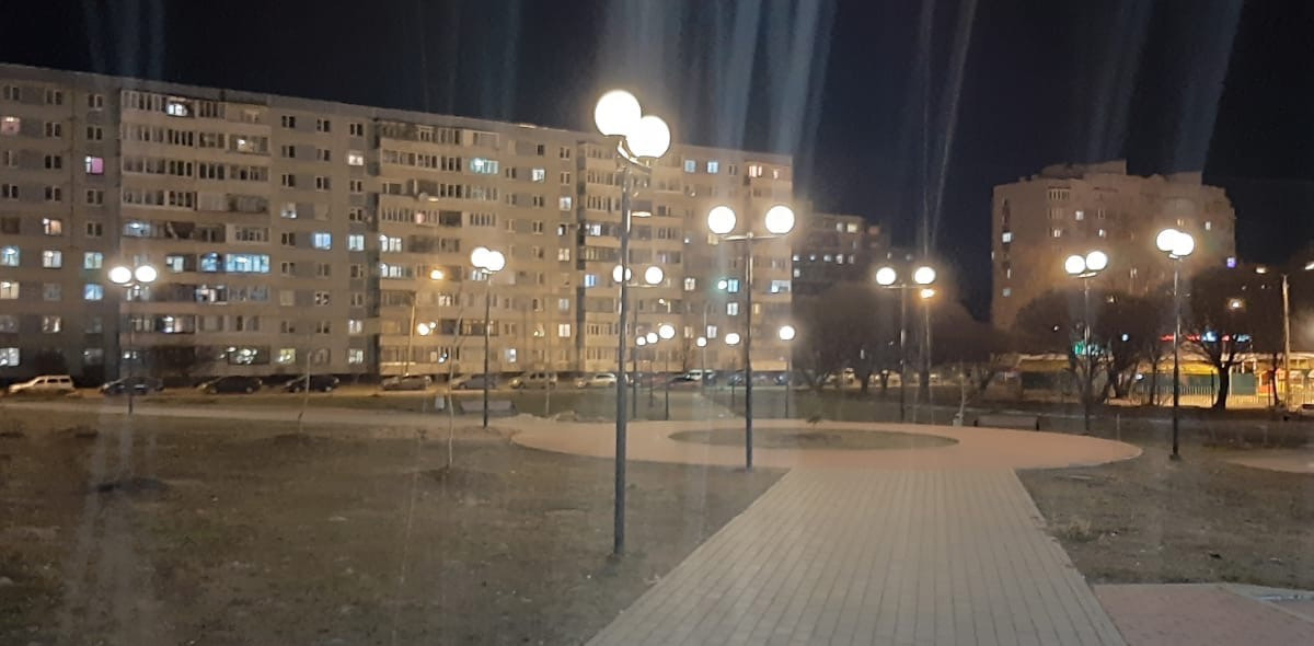 Светлый сквер