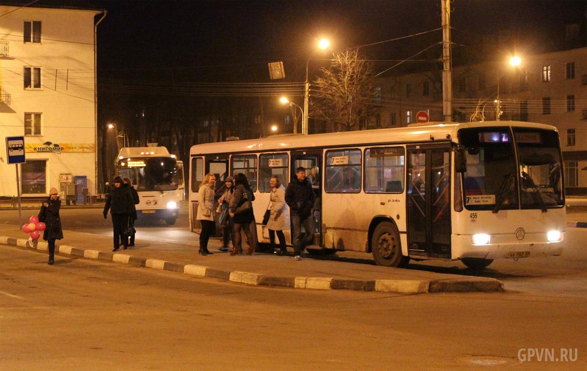 Автобус 7 маршрута на Вокзальной площади