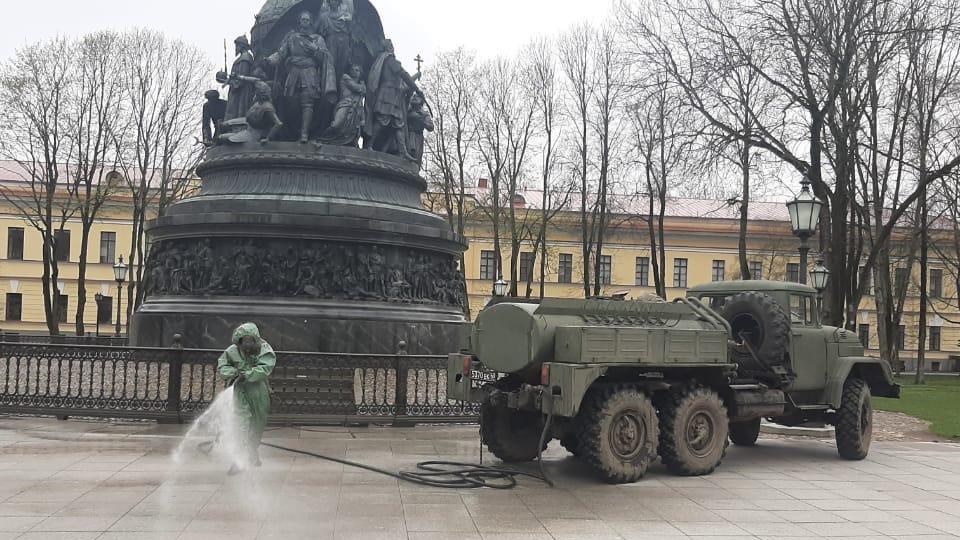Военные проводят дезинфекцию