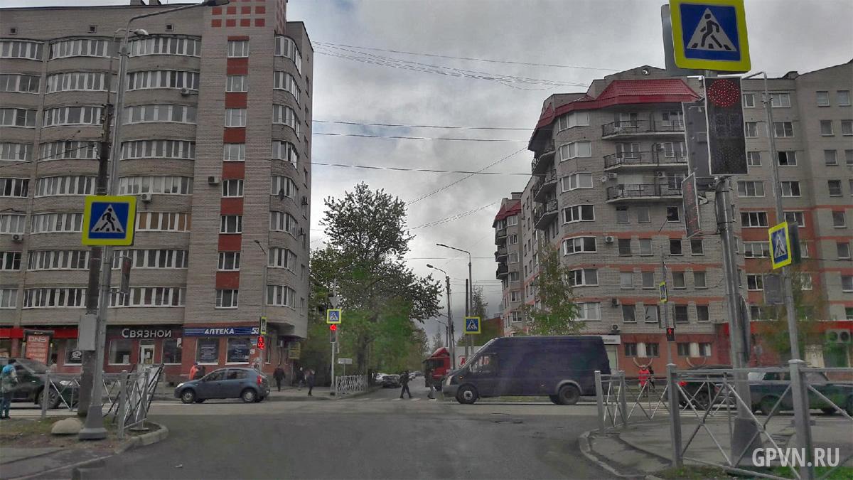 Перекрёсток Псковской и Батецкой