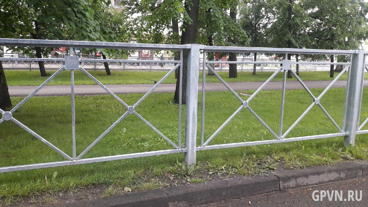 Заборы на улицах Великого Новгорода