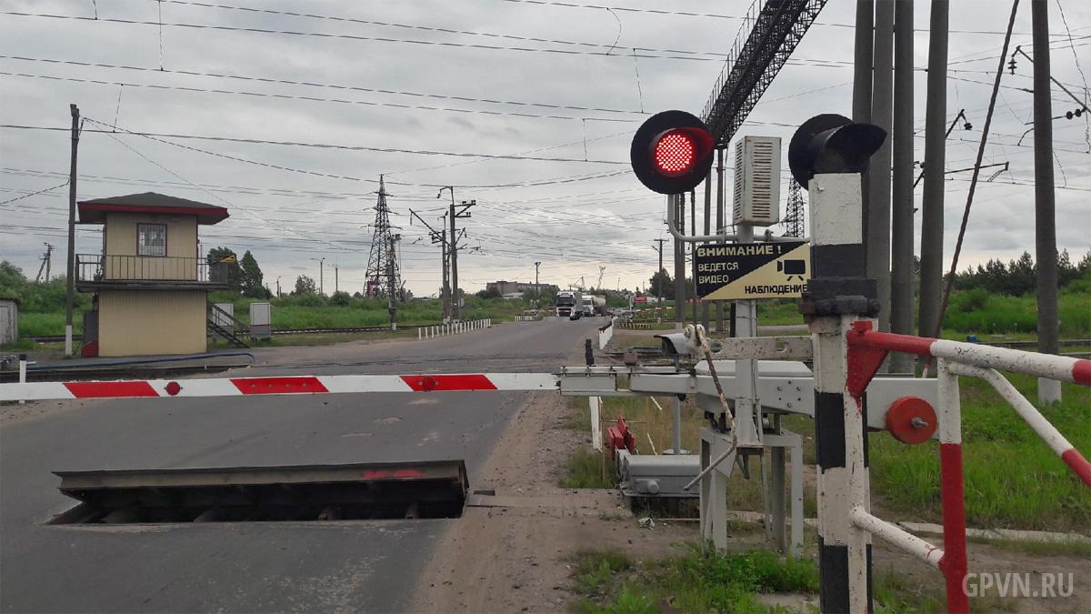 Железнодорожный переезд на Сырковском шоссе