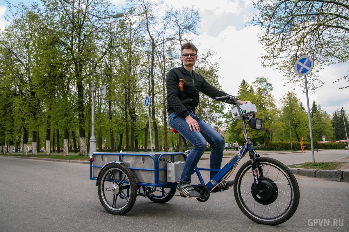 Михаил Романов на своём велосипеде