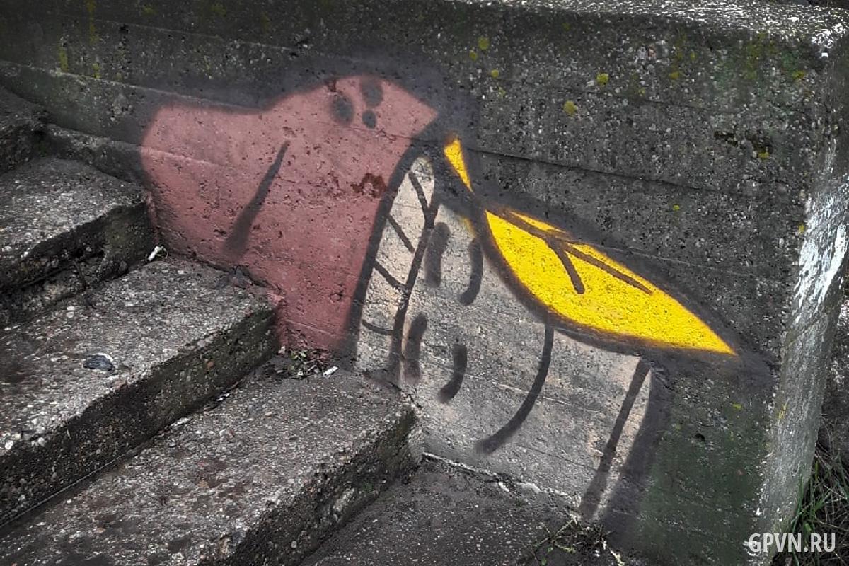 Граффити грибов в Великом Новгороде