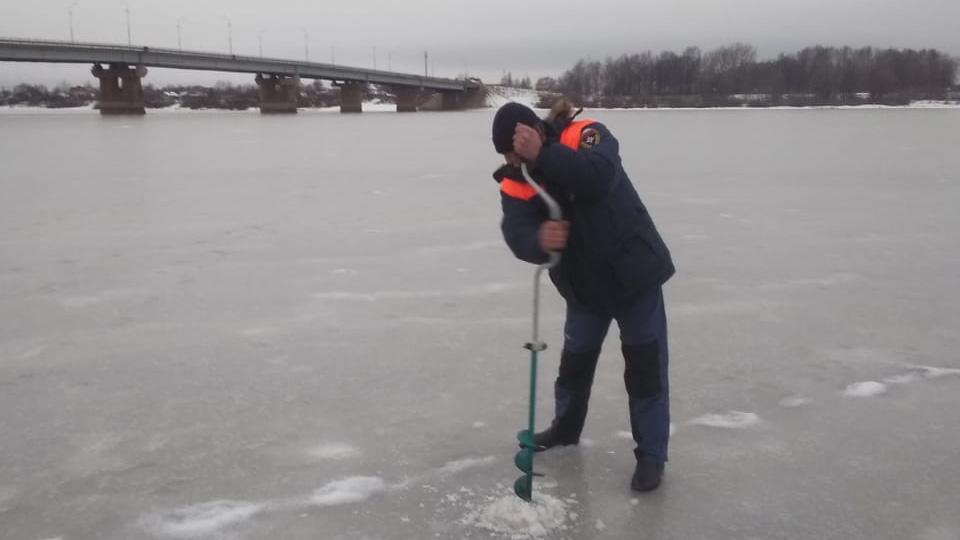 Проверка толщины льда