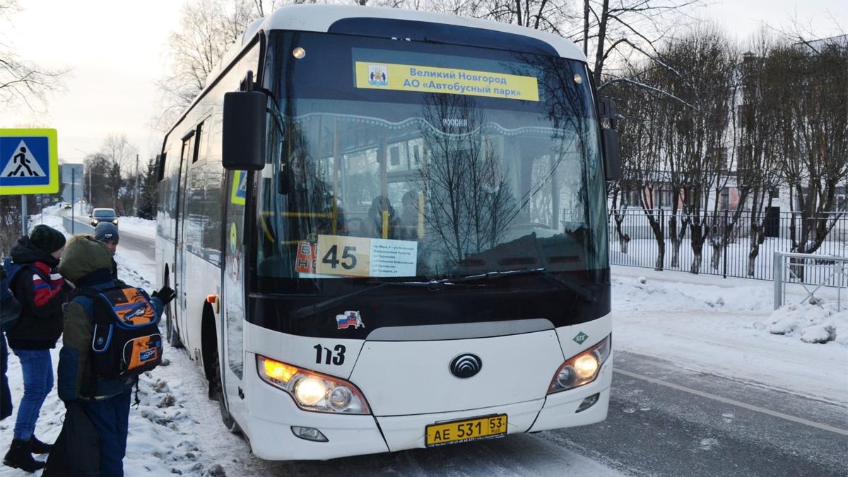 Автобус на Троицкой улице