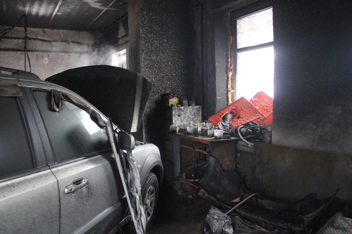 Пожар в автомастерской
