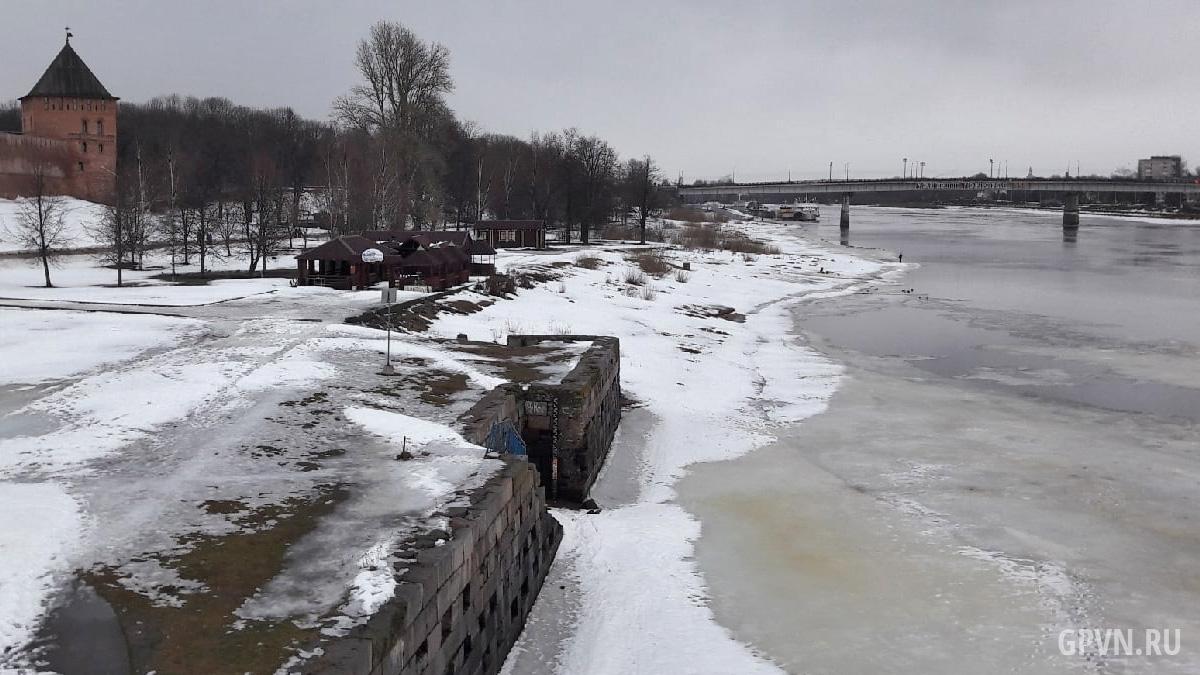 Отметка уровня воды на Волхове