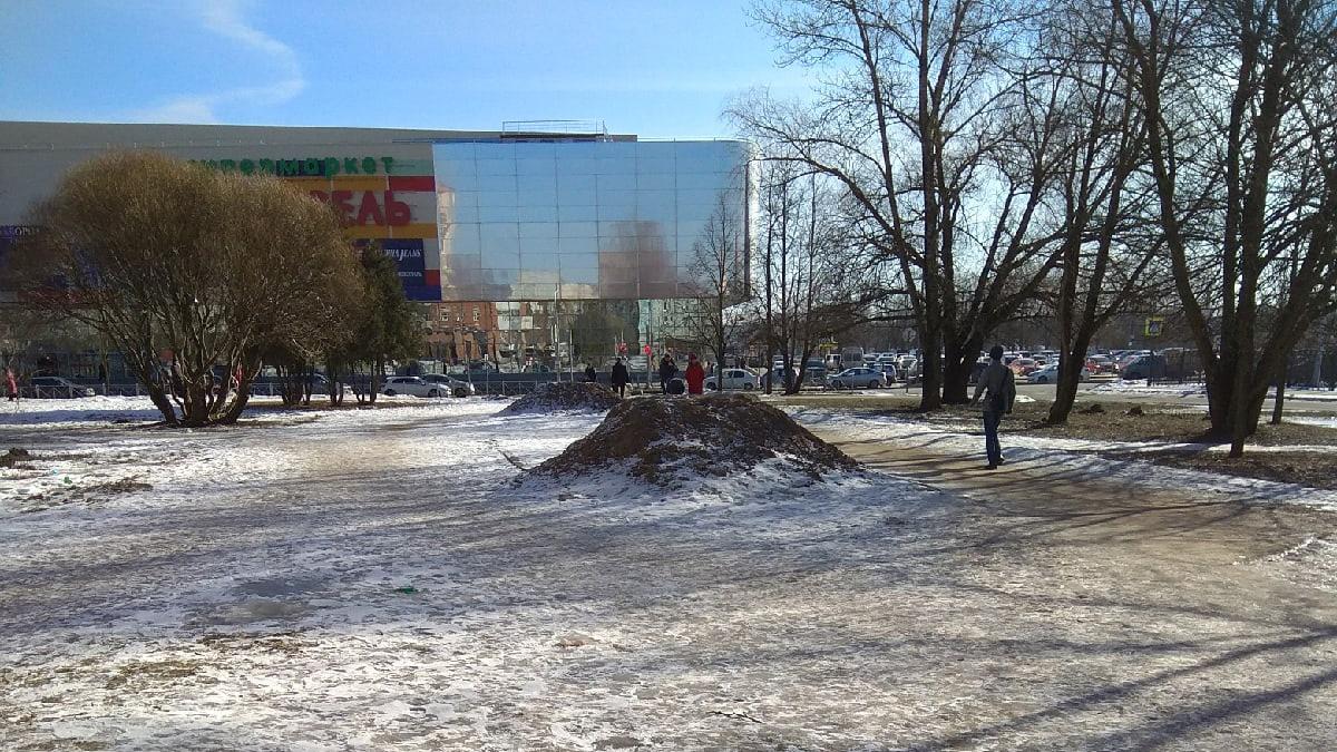 Кучи земли на улице Попова