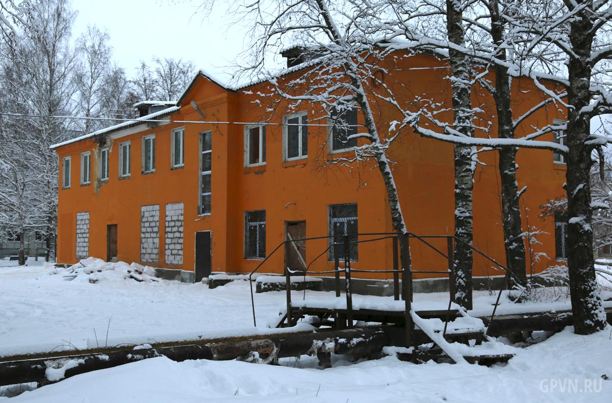 Отремонтированное здание в Кречевицах