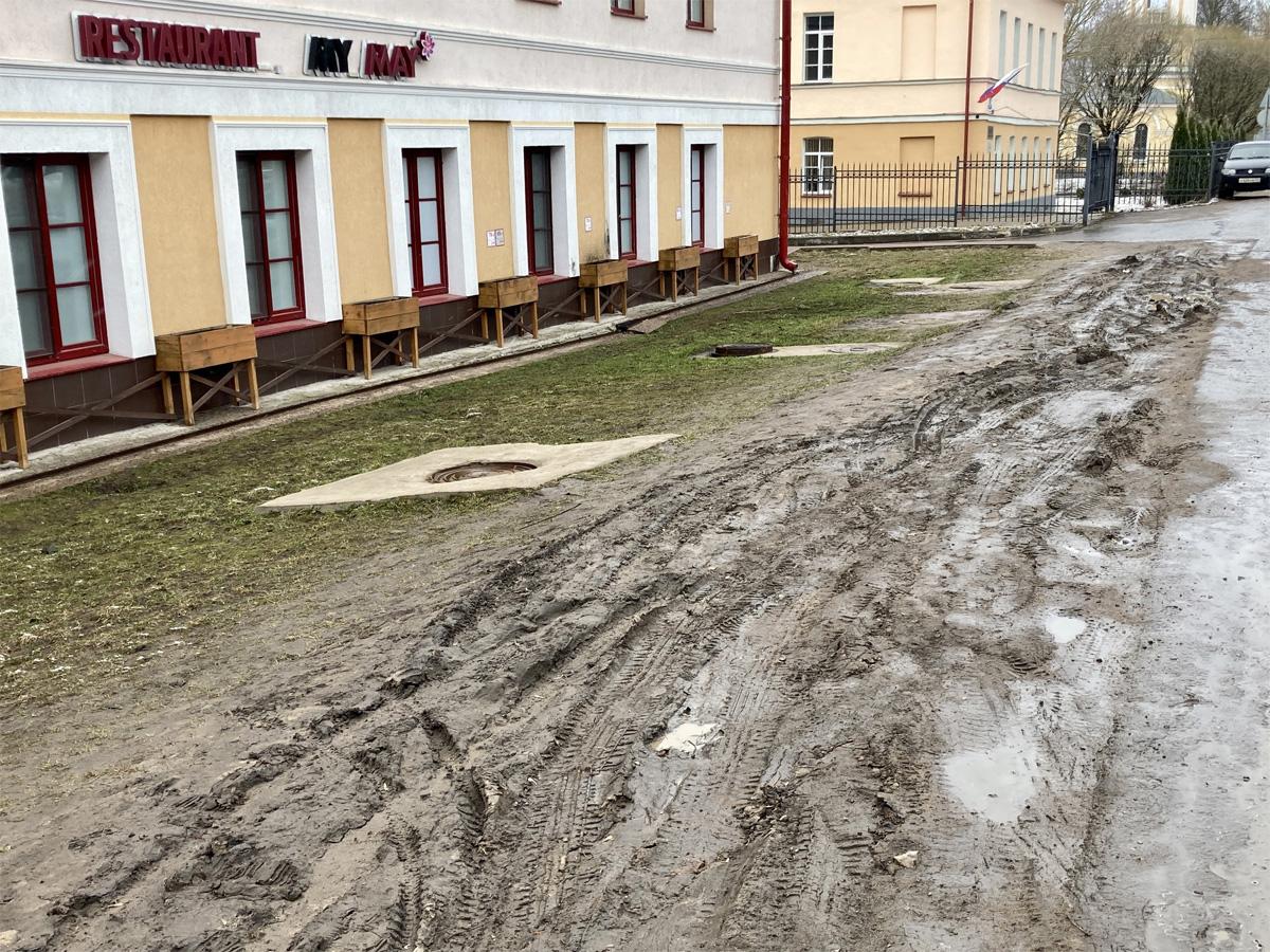 Зелёная полоса на Троицкой улице