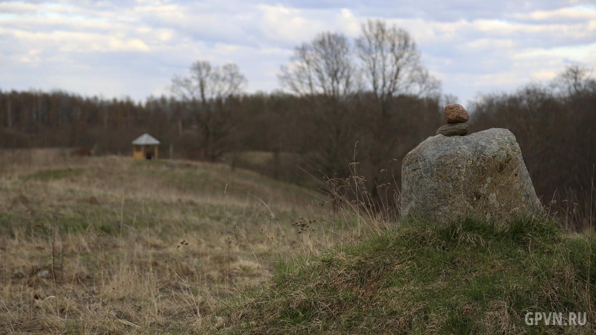Валун в деревне Камень