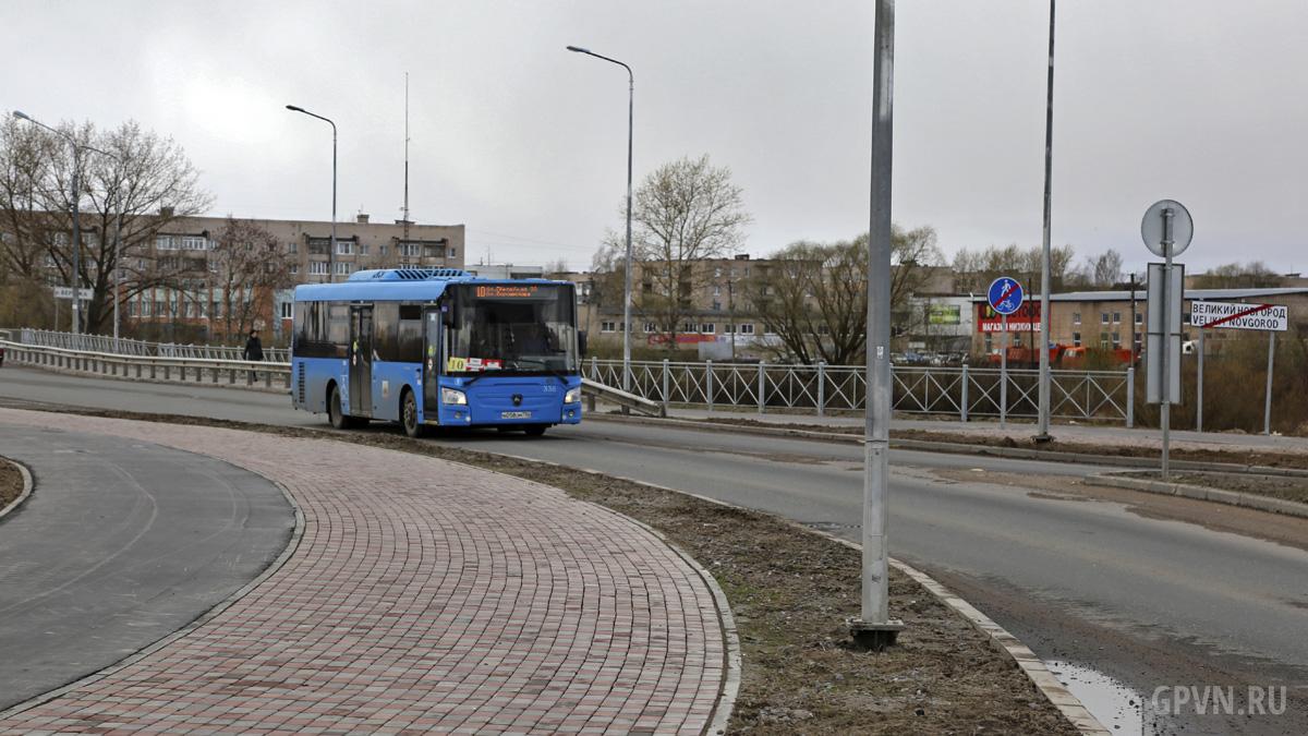 Автобус на Псковской улице