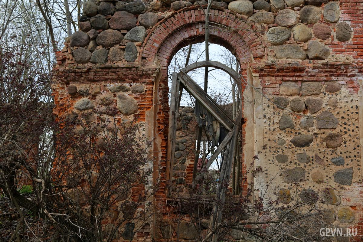 Руины усадебных построек