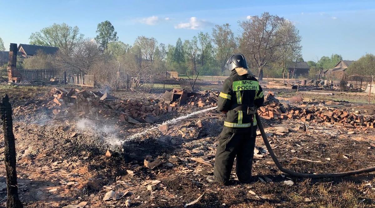 Крупный пожар в Боровичском районе