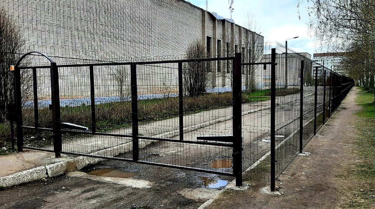 Новый забор у техникума