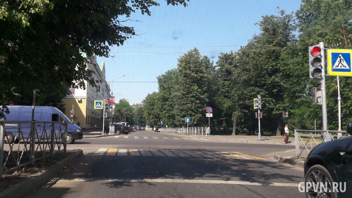 Светофоры на перекрёстке Чудинцевой и Десятинной