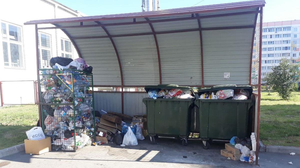 Площадка с мусорными контейнерами