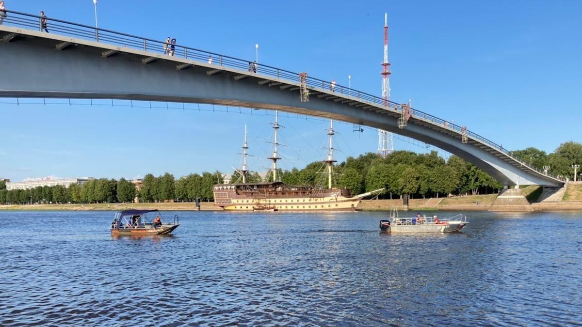 Поиски нырнувшего с моста