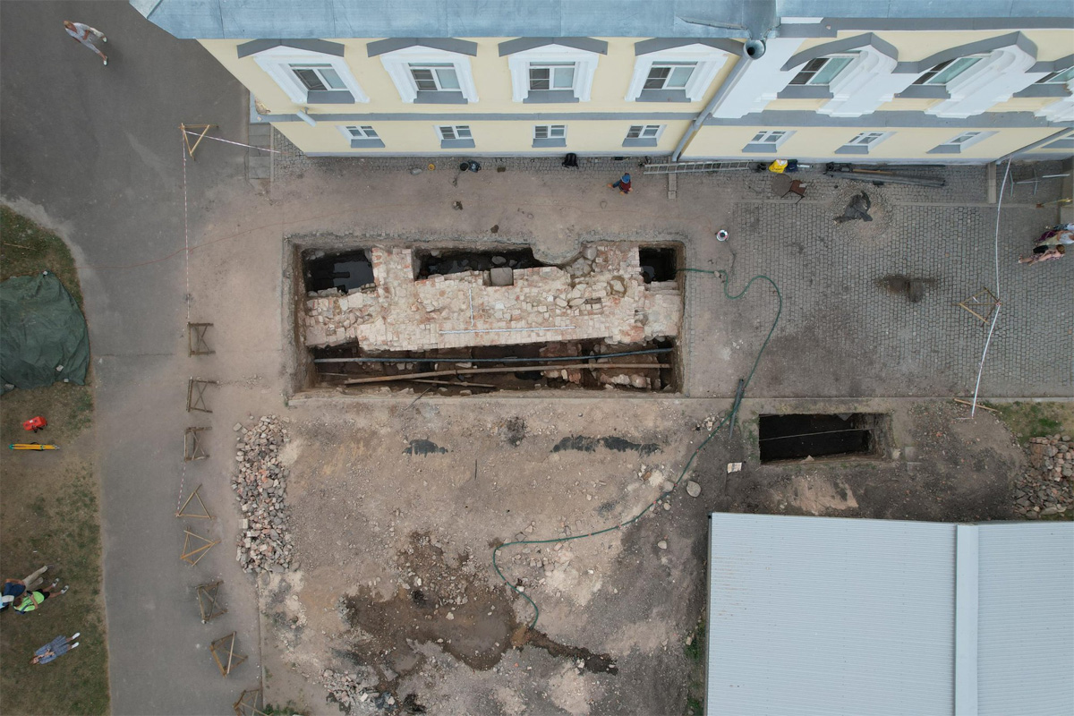 Раскопки на Владычном дворе