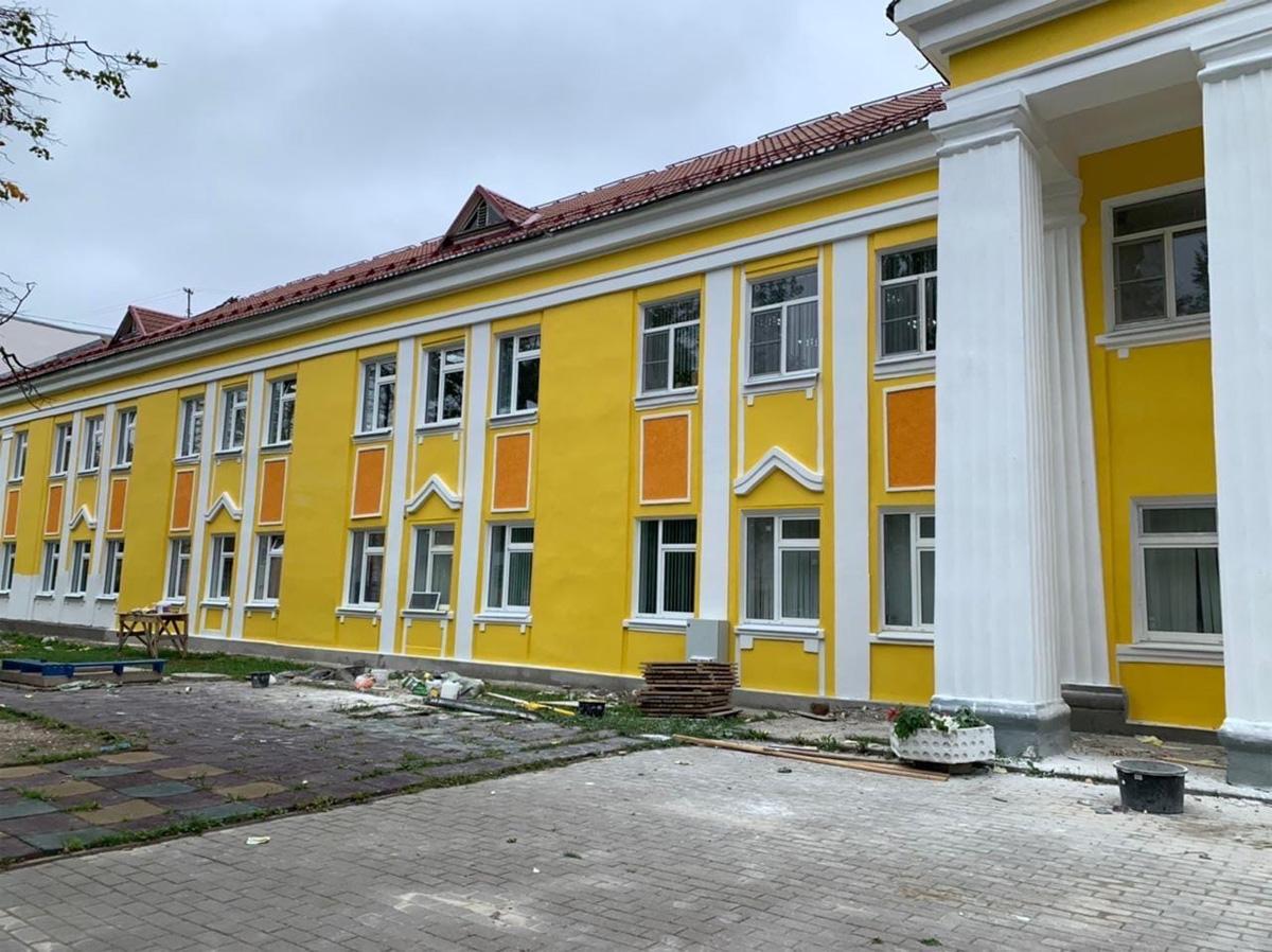 Ремонт гимназии на Великолукской