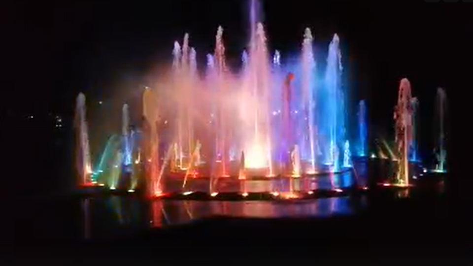 Музыкальный фонтан у театра драмы