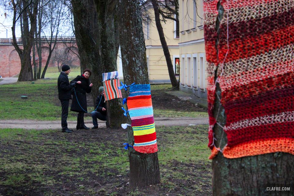 Яркие свитеры